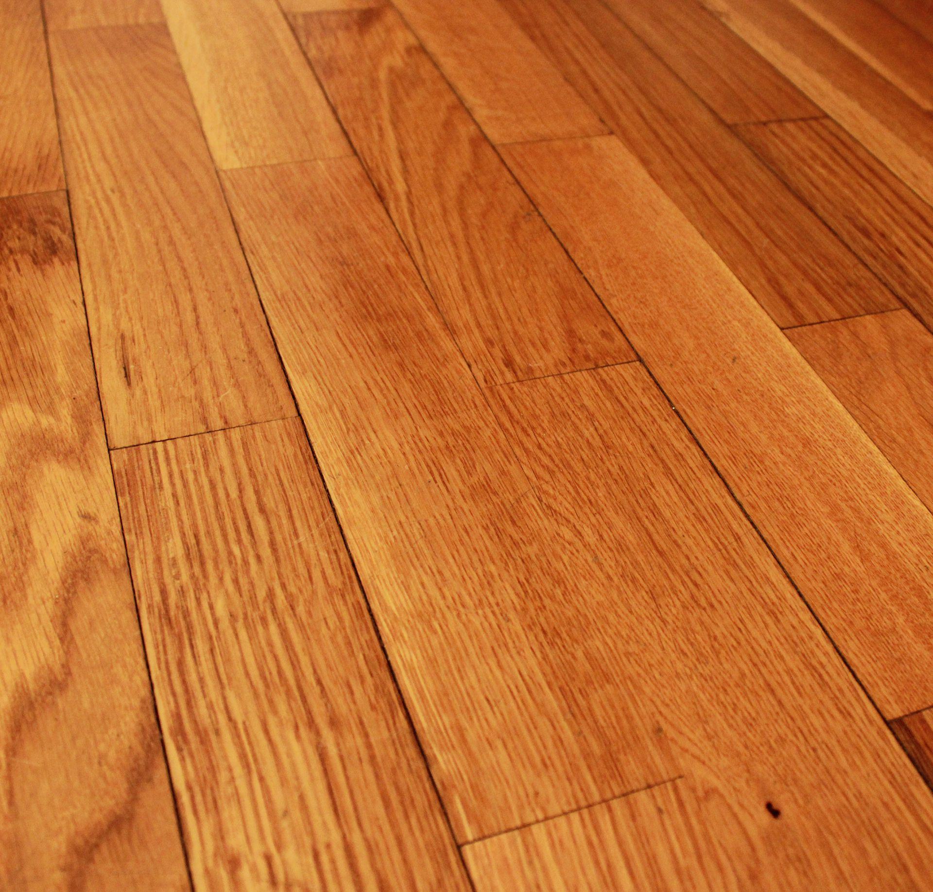 https://lvflooring.ca/wp-content/uploads/2020/06/Red-Oak-Hardwood-Floor-right.jpg