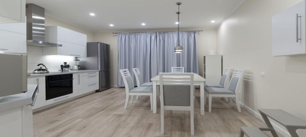 https://lvflooring.ca/wp-content/uploads/2021/03/light-brown-flooring.jpg